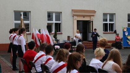 Ostrów Mazowiecka - Uczniowie klas ósmych zakończyli naukę w Szkole Podstawowej