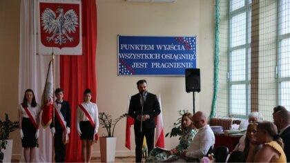 Ostrów Mazowiecka - Uczniowie klas ósmych, zakończyli naukę w Szkole Podstawowej