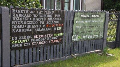 Ostrów Mazowiecka - Od jakiegoś czasu na ogrodzeniu jednej z posesji znajdującej