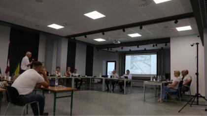 Ostrów Mazowiecka - W poniedziałek 12 lipca kontynuowano nadzwyczajną sesję Rady