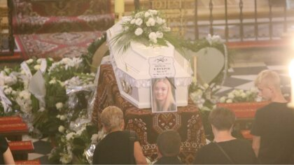 Ostrów Mazowiecka - Kilkaset osób pożegnało w ostatniej drodze Natalię Kryspin,