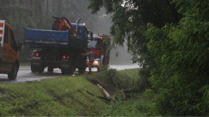 Ostrów Mazowiecka - Dzisiejszego popołudnia nad miastem przeszła burza, strażacy
