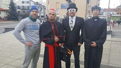 Ostrów Mazowiecka - Klauni, policjanci, więźniowie a nawet księża łącznie około