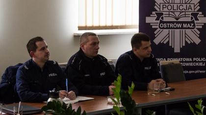 Ostrów Mazowiecka - Ostrowscy policjanci rozmawiali z mieszkańcami gminy Stary L