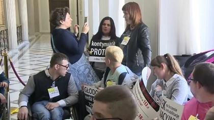Ostrów Mazowiecka - Odwieszamy protest z 2014 roku - ogłosili rodzice dzieci nie